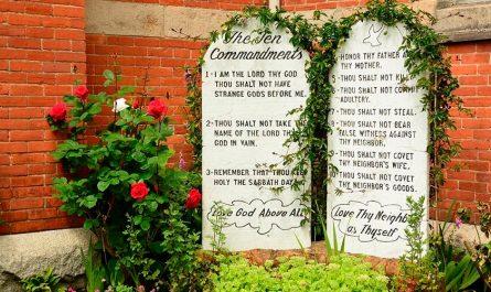Los 10 Mandamientos de la Iglesia Católica: ¿Cuáles son y qué significan?