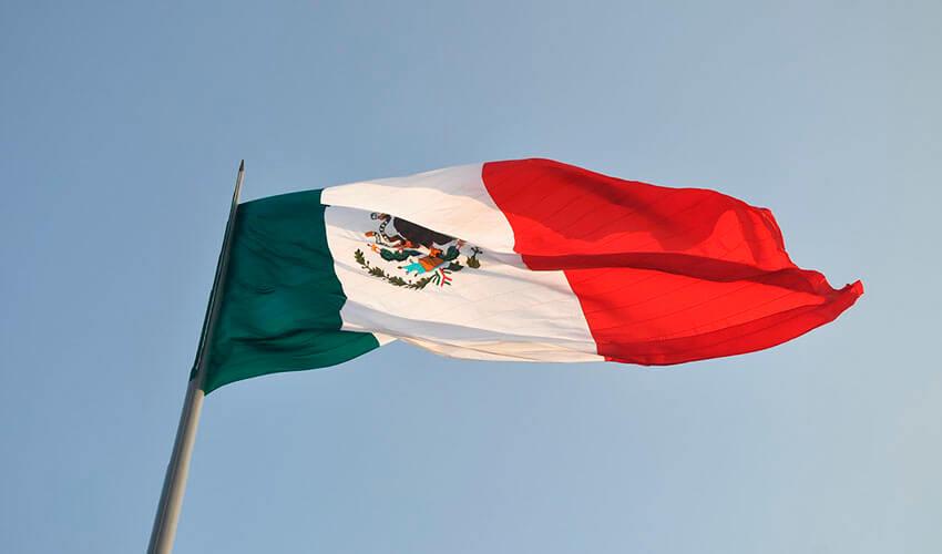 Historia de la bandera de México